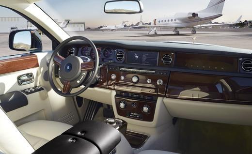 2018 Rolls-Royce SUV Rendered 1