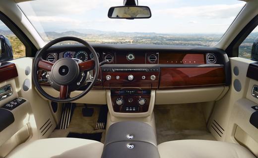 2018 Rolls-Royce SUV Rendered 3