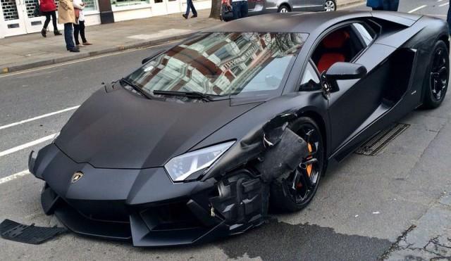 Lamborghini-Aventador-Crash